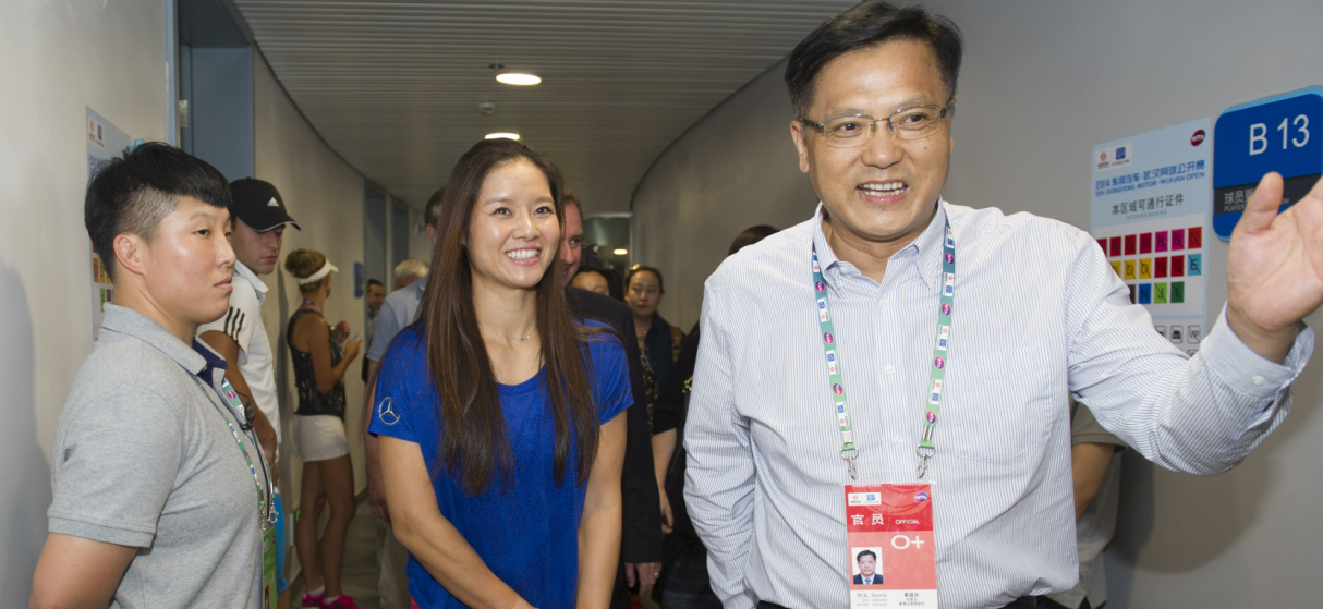 Li Na visits the stadium of Wuhan Open